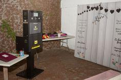 Fotomatón para tu boda en Madrid  #fotomatonmadrid #alquilerfotomaton #photocallmadrid #atrezzophotocall Desk, Furniture, Home Decor, Desktop, Decoration Home, Room Decor, Table Desk, Home Furnishings, Office Desk
