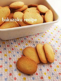 バター30★簡単クッキー バター30★簡単クッキー つくれぽ3000人突破ありがとう!粉もふるわない、バターも少ない 卵の分離も気にしないクッキーです♪ バカゾク バカゾク 材料 (天板1回分) 薄力粉 120g 無塩バター 30g 砂糖 大さじ3 溶き卵 大さじ2