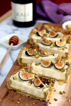 Fig Mascarpone Tart With Pistachio Black Pepper Crust. Lets try to make a vegan … Fig Mascarpone Tart With Pistachio Black Pepper Crust. Lets try to make a vegan version Sweet Pie, Sweet Tarts, 13 Desserts, Dessert Recipes, Homemade Desserts, Plated Desserts, Baking Desserts, Health Desserts, Dinner Recipes