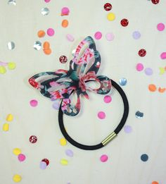 Every hairdo is more fun with the matching hair accessories! No matter, if you would like to tame outgrowing bangs with bobby pins or crown an up-do with a lovely flower. Our new hair accessories have summery motives as well as endless possibilities. Let's decorate that mane!  #iam #jewelry #fashion #accessoires  #purlplered #hairaccessories #bobbypins www.i-am.com