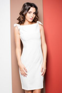 Ołówkowa sukienka na wesele ecru