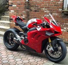 Moto Ducati, Ducati Motorcycles, Motorcycle Outfit, Motorcycle Bike, Street Bikes, Road Bikes, Moto Cafe, Chopper Bike, Lamborghini Cars