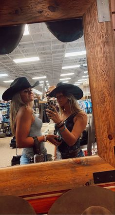 Cute Country Girl, Country Girl Life, Country Girl Quotes, Country Best Friends, Best Friends Shoot, Cute Friends, Country Style Outfits, Over Boots, Best Friend Photography