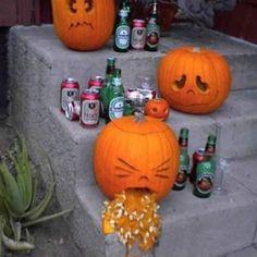 great halloween decoration its the vomiting pumpkin puking pumpkin carving patterns Fröhliches Halloween, Adornos Halloween, Halloween Disfraces, Holidays Halloween, Halloween Pumpkins, Funny Pumpkins, Classy Halloween, Halloween Pictures, Halloween Shots