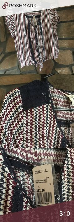 Button up tie front blouse Super cute, houndstooth print blouse. Button up tie front. Navy blue and burgundy. Very sweet detail. Forever 21 Tops Button Down Shirts