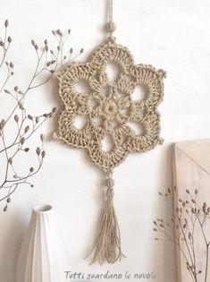 Corda e Crochet Crochet Wool, Crochet Art, Crochet Gifts, Crochet Doilies, Crochet Flowers, Crochet Motif Patterns, Crochet Borders, Crochet Cushion Cover, Crochet Wall Hangings