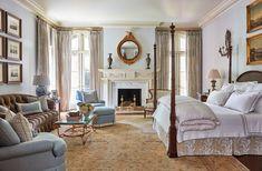 A Georgia Designer's Classic Southern Interiors – Blue and White Home Elegant Home Decor, Elegant Homes, Maggie Griffin, Interior S, Interior Design, Inviting Home, White Houses, Classic House, Dining Room Chairs
