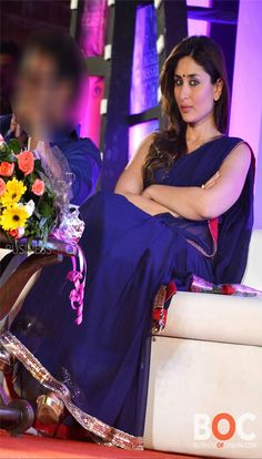 Giving seductive looks Kareena kapoor AV Bollywood Saree, Indian Bollywood, Bollywood Fashion, Bollywood Actress, Indian Actress Hot Pics, Actress Pics, Indian Actresses, Pretty Zinta, Karena Kapoor