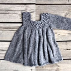 Roxy Romper & Roxy Dress pattern by Pernille Larsen Baby Knitting Patterns, Knitting For Kids, Knit Baby Dress, Knitted Baby Cardigan, Girls Tunics, Diy Dress, Baby Sweaters, Facon, Baby Outfits