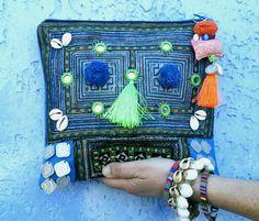 """Clutch """"Monga"""" azulón y verde, boho, étnico, tribal, exclusivo, hecho a mano"""