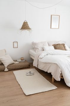 Bedroom What is Decoration? Decoration could be the art of decorating the interior and exterior of the building type buildings … Interior Design Minimalist, Minimalist Bedroom, Minimalist Style, Minimalist Apartment, Bedroom Inspo, Home Bedroom, Bedroom Ideas, Bedroom Designs, Master Bedroom