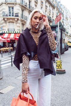 Einer unserer Klassiker - das KUKLA black beauty. Hier als lässiges Cape getragen. Elegant, White Jeans, Beauty, Pants, Black, Fashion, Vest, Dressing Up, Kleding
