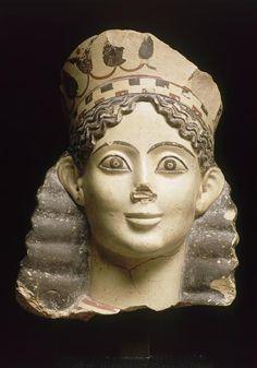 Tête de sphinx : fragment d'acrotère appartenait peut-être au temple d'Apollon Isménios, à Thèbes, Grece, temple d'pollon-isménios