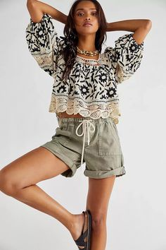 Free People Soleil Embroidered Top Boho Outfits, New Outfits, Womens Boho Tops, Free Clothes, Clothes For Women, Fabric Necklace, Scalloped Hem, Floral Tops, Free People