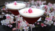Just in time for spring.Sakura Cocktail recipe (with cherry liqueur-mmmmm) Cocktail Drinks, Fun Drinks, Cocktail Recipes, Cherry Cocktails, Beverages, Holiday Drinks, Refreshing Drinks, Smoothie Drinks
