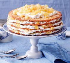 So schmeckt Verführung: nach Kompott, Knusperböden und ganz viel Schlagsahne in unserer Apfelschicht-Torte. http://www.fuersie.de/kochen/backrezepte/artikel/rezept-apfelschicht-torte
