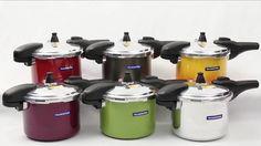 A nova linha de Panelas de  Pressão Tramontina Coloridas dá mais vida para sua cozinha com cores como o Vermelho Valência e detalhes em Aço Inox.