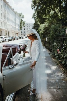 A Hugo Boss Suit, White Fedora + Veil for a Very Modern + Intimate London Wedding at Chelsea Old Town Hall Wedding Hats, Elope Wedding, Wedding Veils, Wedding Blog, Elopement Wedding, Backless Wedding, Wedding Ceremonies, Wedding Ideas, Wedding Music
