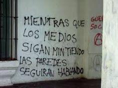 Resultado de imagen para muros con frases de denuncia social