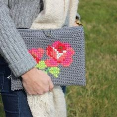 30 Cute Crochet Gifts Ideas for Loved Ones Modern Crochet, Crochet Home, Crochet Gifts, Cute Crochet, Knit Crochet, Beautiful Crochet, Crochet Bags, Crochet Tablet Cover, Crochet Laptop Case