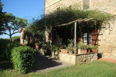 Aqui você pode se hospedar e fazer passeios de bicicleta, trekkings e até participar da vindima! Agriturismo na Toscana - Italiana Blog