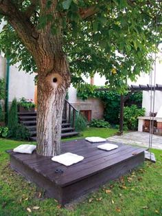 A clever idea if you want to set up a space for extra seating...or afternoon nap! Perfect around trees with lots of roots that make it hard to plant or landscape