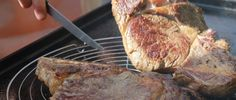 Une bonne et belle côte de boeuf à la plancha ! Une recette incontournable à la plancha pour les grands et petits carnivores, idéale pour les repas en famille.