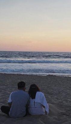 """Kathniel's back shots are my favorite 🌝 (a thread)"" Cute Couples Goals, Couple Goals, Daniel Padilla, Kathryn Bernardo, City Wallpaper, Ulzzang Couple, Vacation Trips, Vacations, Celebrity Photos"