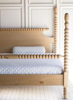 Master bedroom inspiration: Gwendoline Spindle Bed with custom low blanket rail on footboard Bedroom Sets, Diy Bedroom Decor, Bedroom Furniture, Home Decor, Blue Bedrooms, Bedroom Retreat, Decorating Bedrooms, Master Bedrooms, Teen Bedroom