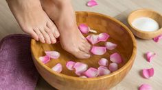 it is essential to always maintain simply and easily at home with the manicure and pedicure. Here we tell you manicure and pedicure