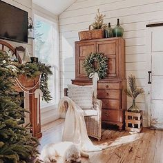 french country style homes Farmhouse Bedroom Decor, Country Farmhouse Decor, French Country Decorating, Farmhouse Style, Modern Farmhouse, White Farmhouse, Vintage Farmhouse, Winter Home Decor, Winter House
