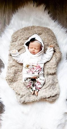 Kids Christmas Outfits, Christmas Clothes, Fall Clothes, Baby Girl Fall Outfits, Newborn Girl Outfits, Baby Girl Fashion, Baby Girl Gift Sets, Baby Girl Sweaters, Take Home Outfit