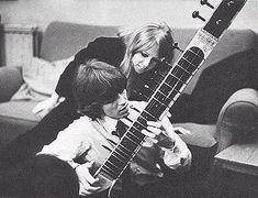 George Harrison & Pattie Boyd, Playing the Sitar - 66'