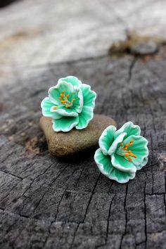 Éxito de la temporada! Menta color estilo sakura pendientes del perno prisionero, joyería de la arcilla del polímero de flores ---------------------------------------------------------------------------------------- Menta color estilo sakura pendientes del perno prisionero, joyería de la arcilla del polímero de flores Hermosa pendientes del perno prisionero poco estilo. Se gustan y usar todos los días. Este floral joyas de arcilla polimérica. Es bueno para usar y fácil cuidado. Especial…