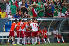 Miguel Ponce festeja su gol durante el partido vs Martinica