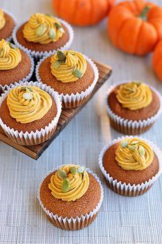 Pumpkin Pie Stuffed Cupcakes - Paleo Fondue #glutenfree #grainfree #primal #paleo