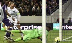 @PSG Paris s'impose dans la douleur. Au terme d'un match compliqué, le PSG, qui a perdu Pastore et Marquinhos sur blessure, est finalement parvenu à s'imposer à Toulouse grâce à Zlatan Ibrahimović #9ine