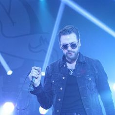 Tom Meighan from Kasabian😍 Music Photo, Cool Bands, The Beatles, Comebacks, Singers, England, Entertainment, Rock, Guys
