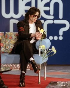 Mike Jackson, Michael Jackson Story, Jackson Life, Photos Of Michael Jackson, Sora Kingdom Hearts, Legendary Singers, George Strait, American Singers, Pretty Boys