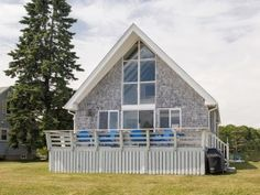3 bed 1 bath beach cottage. and for sale.... for  a measly 1.3 mil! ouch! but great set up!