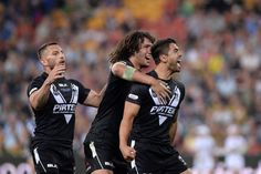 New Zealand Kiwis capped off a stunning opening night to the Four Nations series in Brisbane with a humbling win over the Australian Kangaroos, 30 After suspended Hooker Isaac Luke led the Hak… Nrl Warriors, Australian Football, Rugby League, Kangaroo, New Zealand, Soccer, Couple Photos, Sports, Kiwi