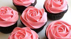 Cupcakes decorados com rosas: bico pitanga e bico de pétalas