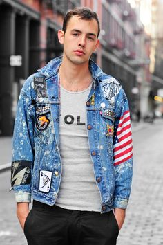 Then you must have at least one denim jacket in your outfits collection. We all know, denim jackets Denim Jacket Men, Denim Jacket Patches, Men's Denim, Denim Jackets, Streetwear, Moda Jeans, Estilo Jeans, Embroidered Denim Jacket, Men Street