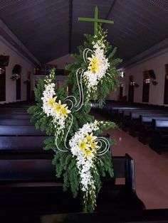 Church Flowers, Funeral Flowers, Church Altar Decorations, Large Flower Arrangements, Funeral Arrangements, Cascade Bouquet, Gerbera, Christmas Deco, Vases Decor