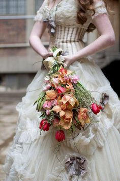 Steampunk themed wedding inspiration shoot with a Victorian look and light color palette. Lots of ideas for a steampunk wedding. Steampunk Wedding Dress, Steampunk Theme, Steampunk Costume, Wedding Bouquets, Wedding Gowns, Wedding Rings, Wedding Flowers, Brautring Sets, Fru Fru