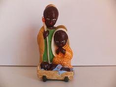 PRESÉPIO AFRICANO Presépio africano, peça de artesanato, em boas condições. Assinado.  Dimensões: 18x9x8 cm