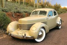 Vintage Cars 1937 Cord 812 - The Cord was meant to split the difference be. Retro Cars, Vintage Cars, Antique Cars, Lincoln Continental, Us Cars, Sport Cars, Dream Cars, Auburn Car, Gp F1
