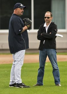 New York Yankees guest instructor David Wells (L) talks with general manager Brian Cashman during workouts Yankees Spring Training, David Wells, New York Yankees, Workouts, Fan, Strength Training Workouts, Work Outs, Training, Exercise