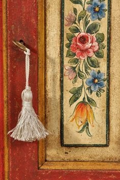 Tole Painting, Fabric Painting, Painting On Wood, Folk Art Flowers, Flower Art, Hand Painted Furniture, Diy Furniture, Armoire Entree, Shabby Chic Antiques