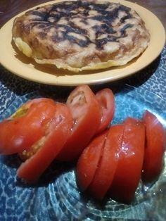 Tortilla de papas con tomate